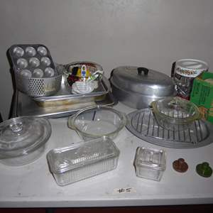 Lot # 5 - Metal & Glass Baking Pans, Mixer & Aluminum Roasting Pot