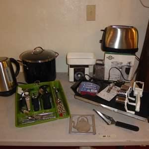 Lot # 11 - Presto Griddle, Electric Kettle & Large Pot