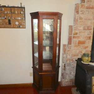 Lot # 53 - Mirrored Display Cabinet w/ Glass Shelving and Storage at Bottom