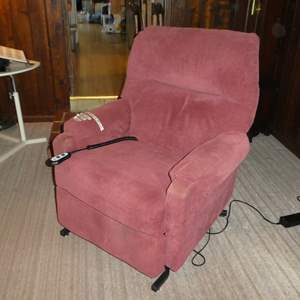 Lot # 83 - Best Home Furnishing Electric Lift Chair (Works)(Has Some Discoloring)