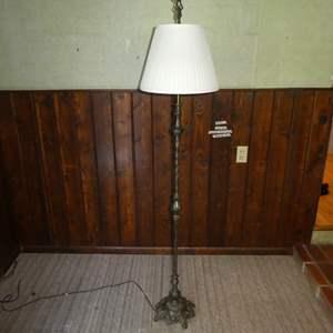 Lot # 87 - Antique Metal Floor Lamp (Need New Plug)