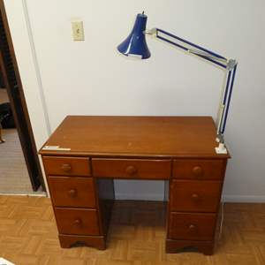 Lot # 207 - Cute Solid Wood Dest w/ Desk Lamp (Dovetail Drawers)