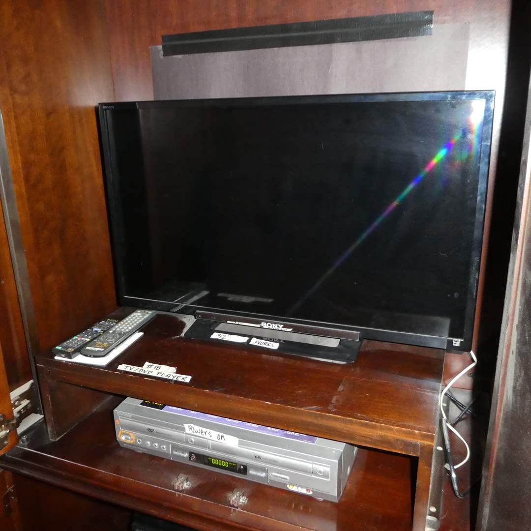 "Lot # 18 - 32"" Flatscreen Sony TV (Model KDL-32R400A) and Sony Dvd/VHS Player (Model SLV-D300P)"