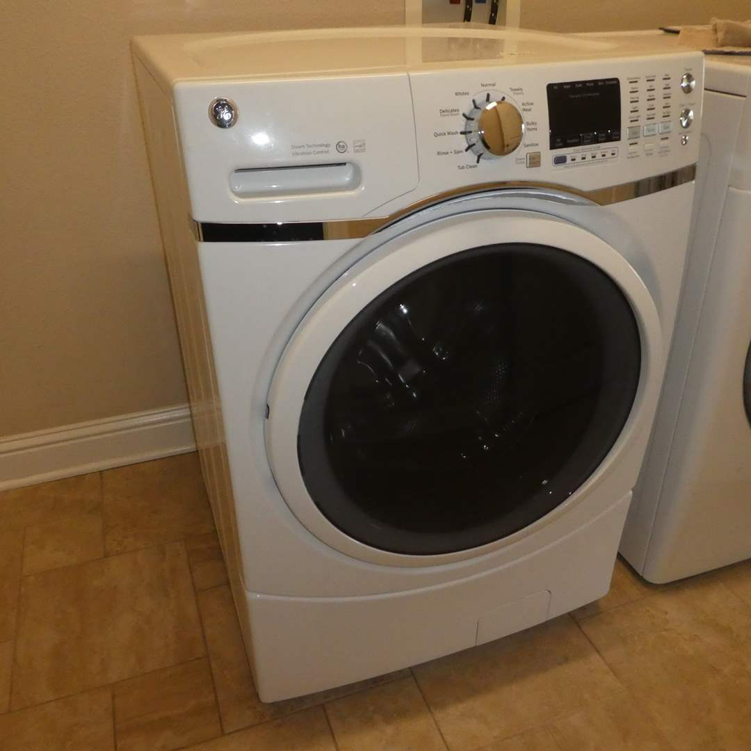 Lot # 53 - General Electric Front Load Washer (Very Clean) (Model GFW450SSM1WW)