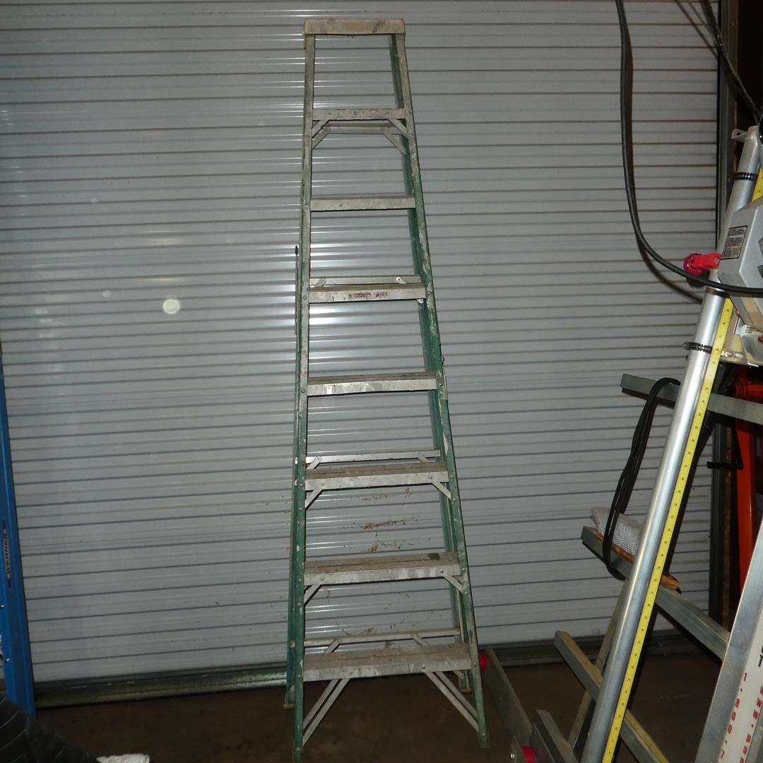 Lot # 122 - 8' Fiberglass Ladder (main image)