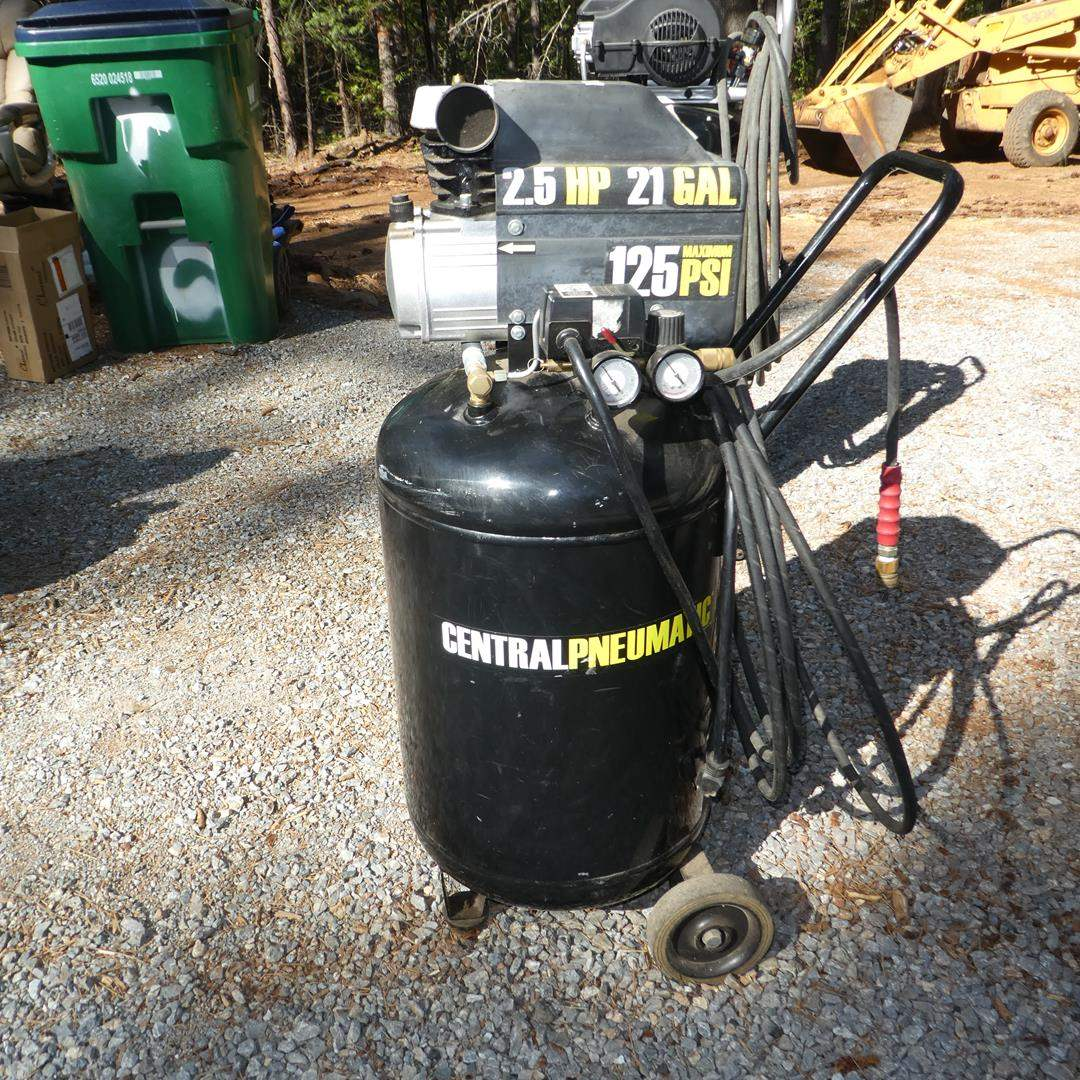 Lot # 313 - Central Pneumatic 125 PSI Air Compressor