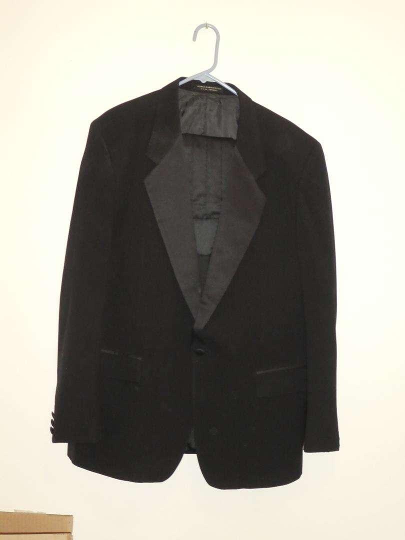Lot # 410 - Men's Formal Wear Tuxedo - See pics for sizes