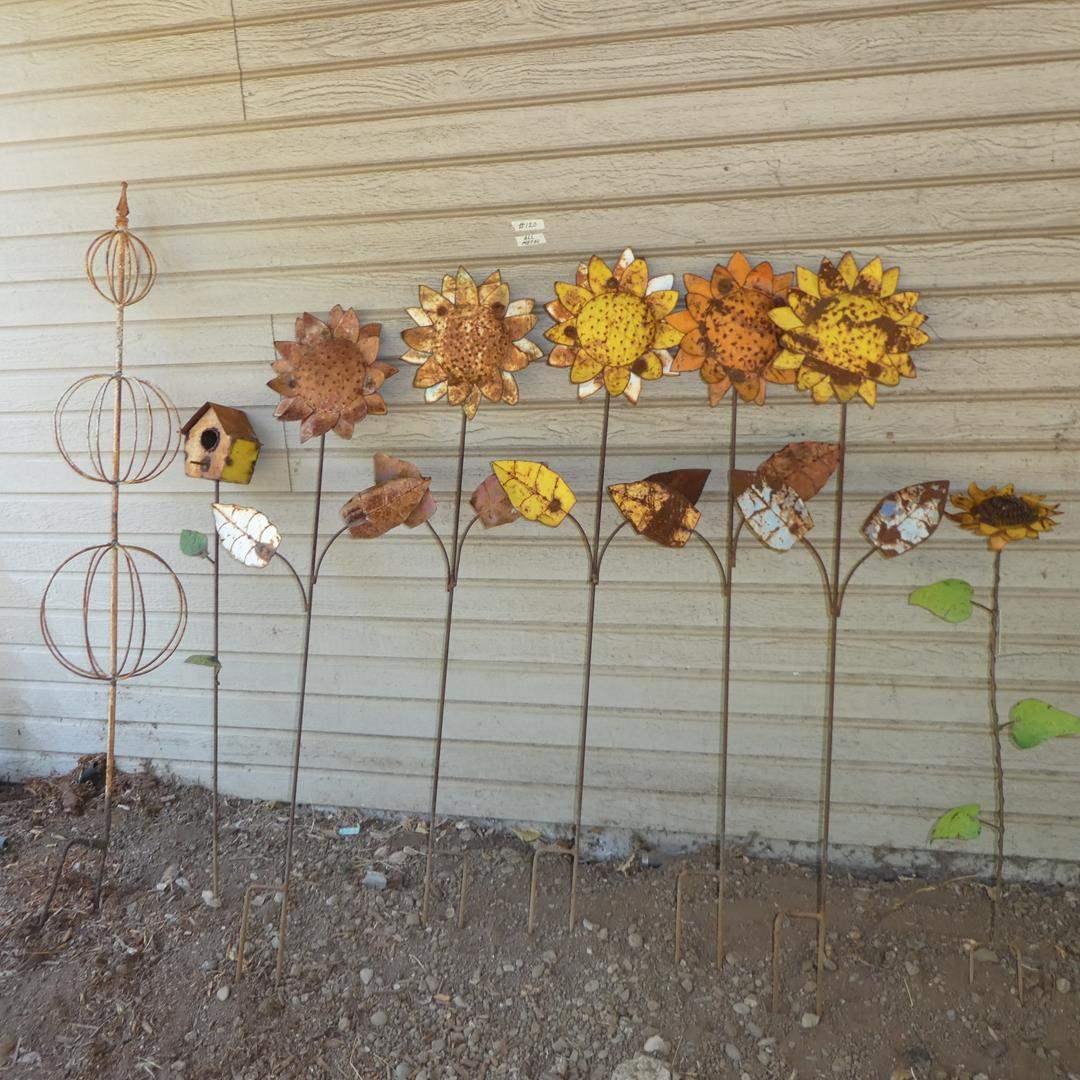 Lot # 120 - Metal Daisy's Yard Art & Birdhouse (main image)
