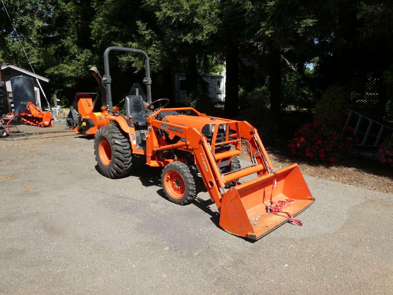 Lot # 260 - Kubota B7800 4x4 Diesel Tractor w/ Front Loader - 114 Hours