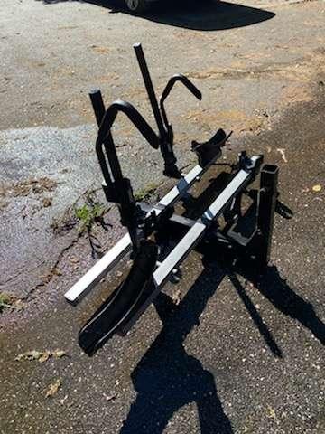Lot #265 - THULE double bike rack - hitch mount