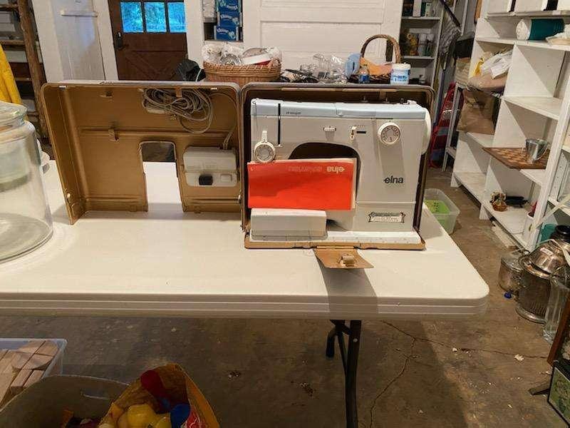 Lot# 266 - Elna sewing machine - works