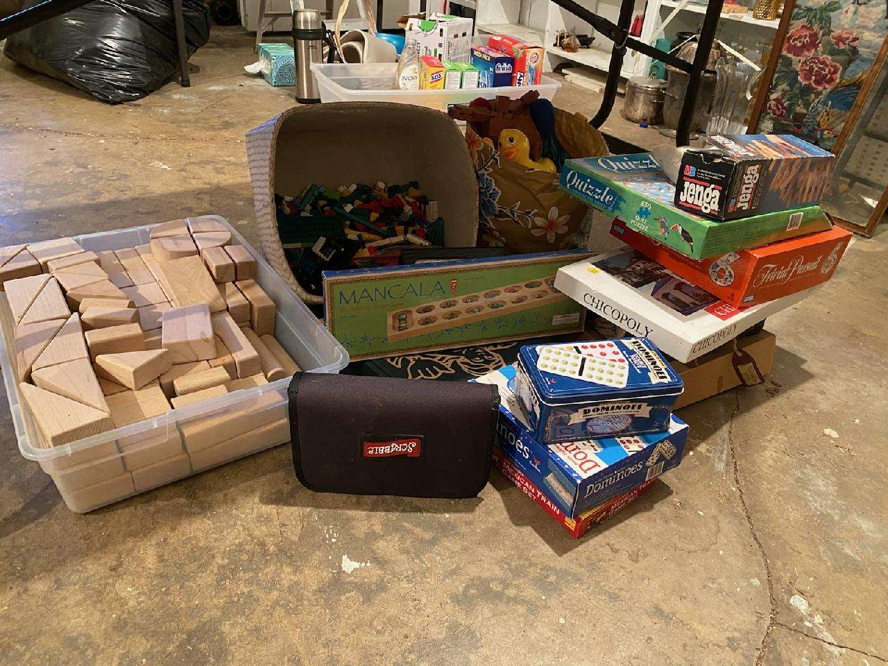 Lot# 267 - Game Lot & Blocks