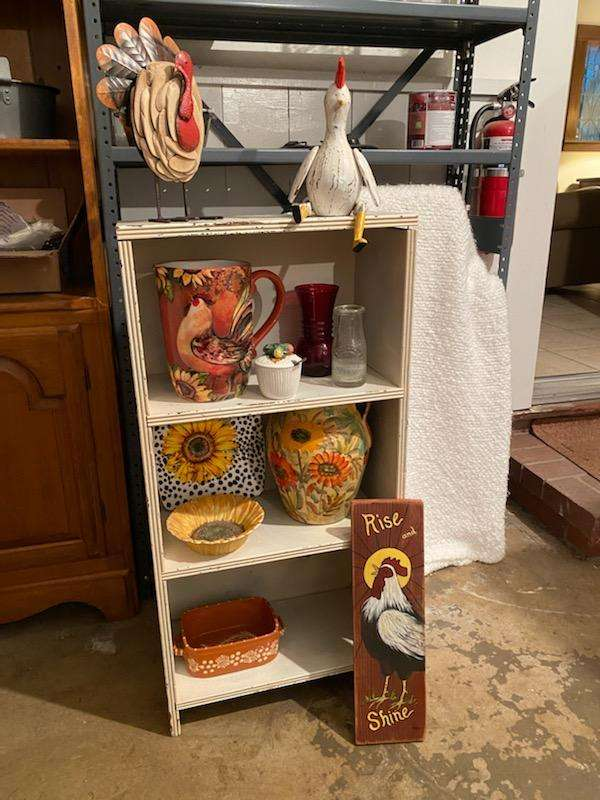 Lot# 270 - Small Wood Shelf & decorative home décor