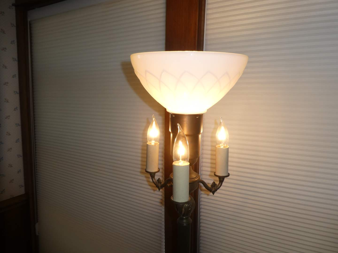 Lot # 8 - Vintage Underwriters Laboratories Inc. Portable Floor Lamp (Brass and Marble) (main image)