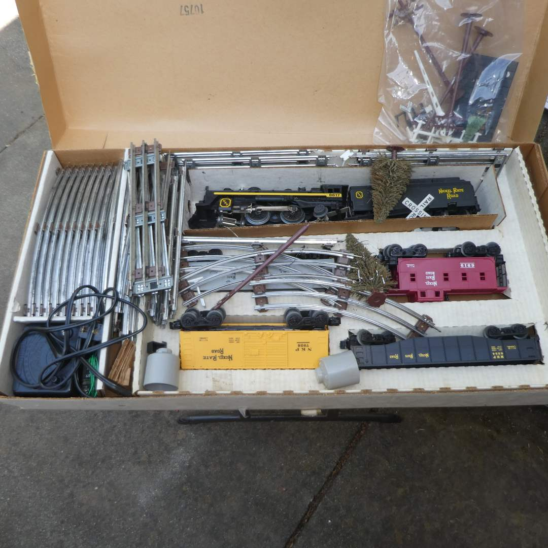 Lot # 233 - Lionel Trains Nickel Plate Special (027 Gauge) (main image)