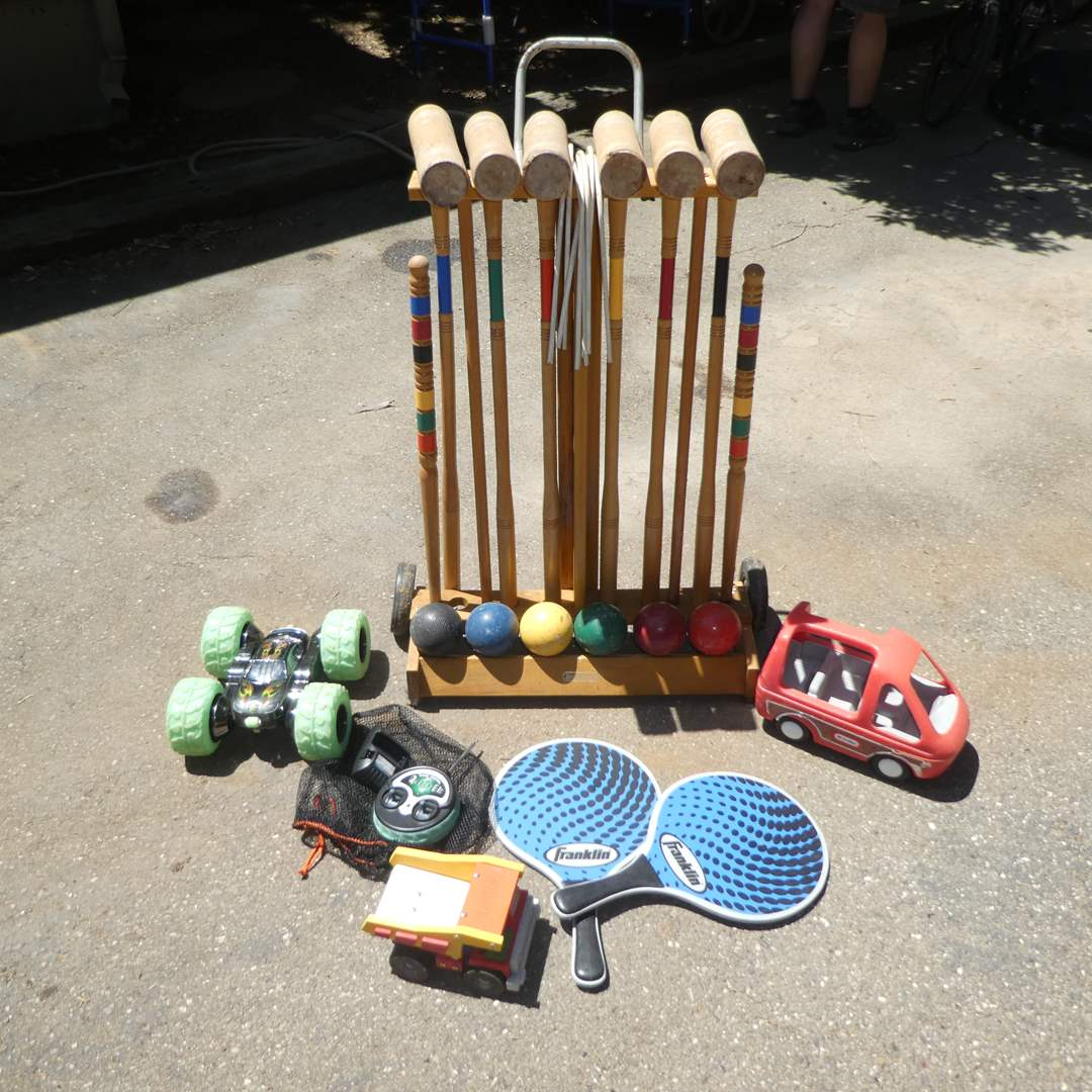 Lot # 251 - Crocett Set, Remote Control Car, Toy Tonka Truck and Franklin Paddles