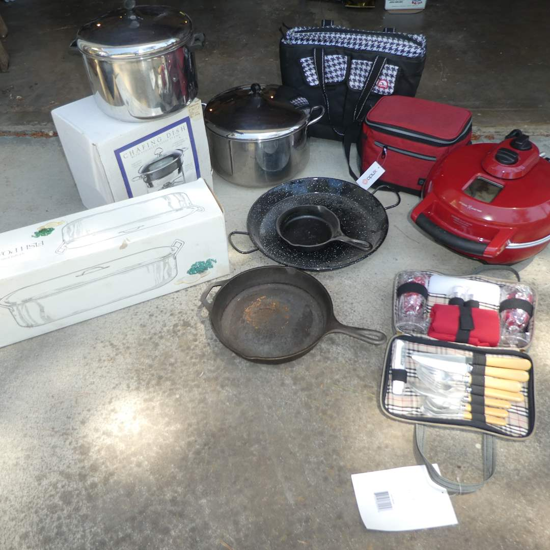 Lot # 256 - Variety Kitchen Lot - Breville Pizza Oven,Cast Iron Pans, Chantal Chaffer, Fish Poacher, Pots and Picnic Pack