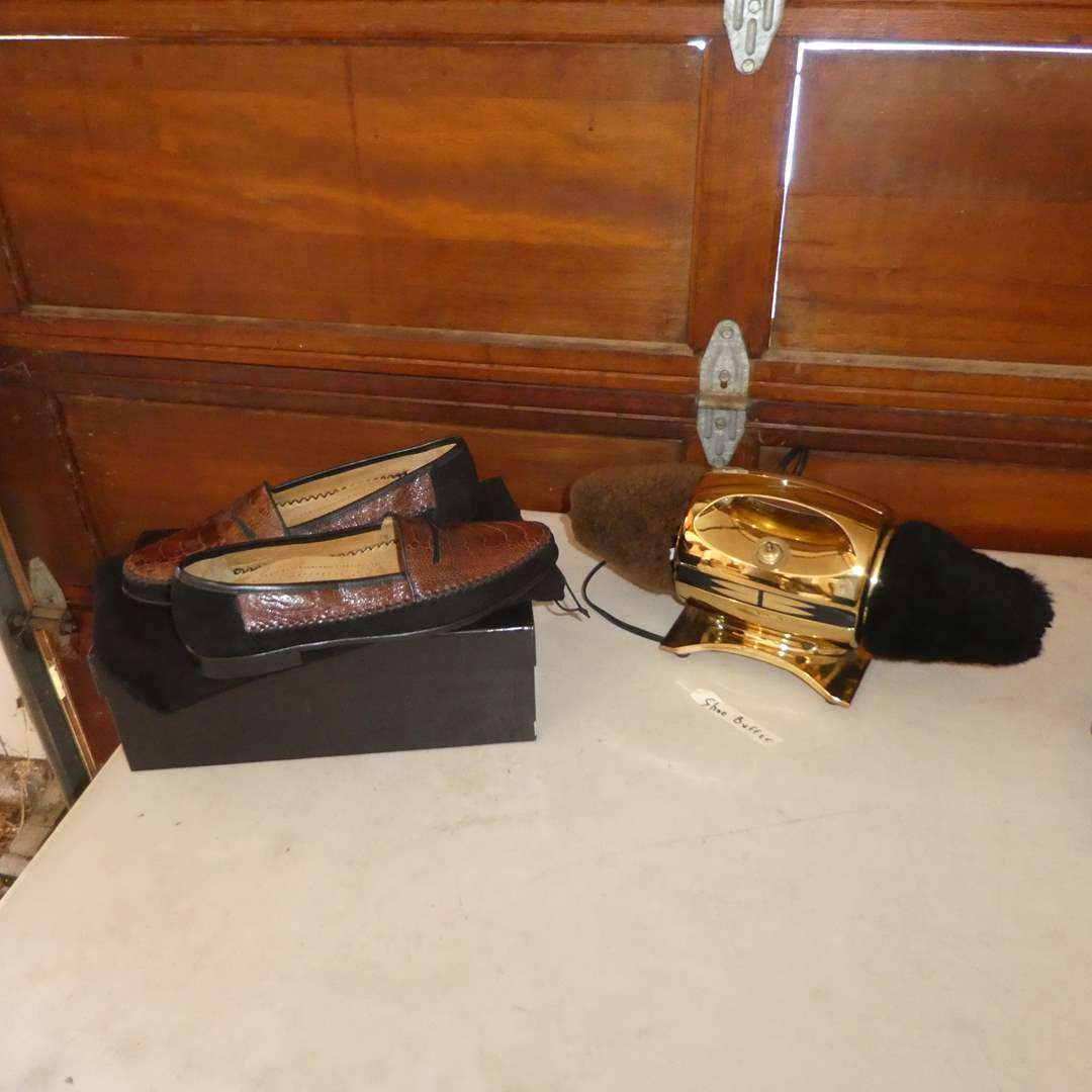 Lot # 170 - Never Worn Men's Vigotti Genuine Leather Genuine Ostrich Size 12½ Shoes in Original Box - Handcrafted in Italy (main image)
