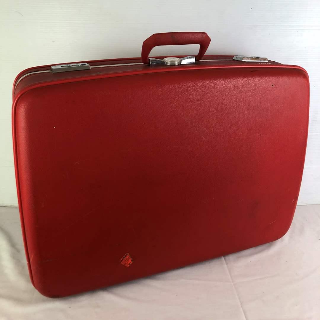 Lot # 27 - Vintage Suitcase (main image)