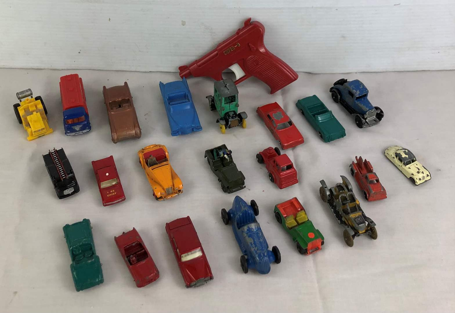 Lot # 29 - Lot of vintage toys (main image)