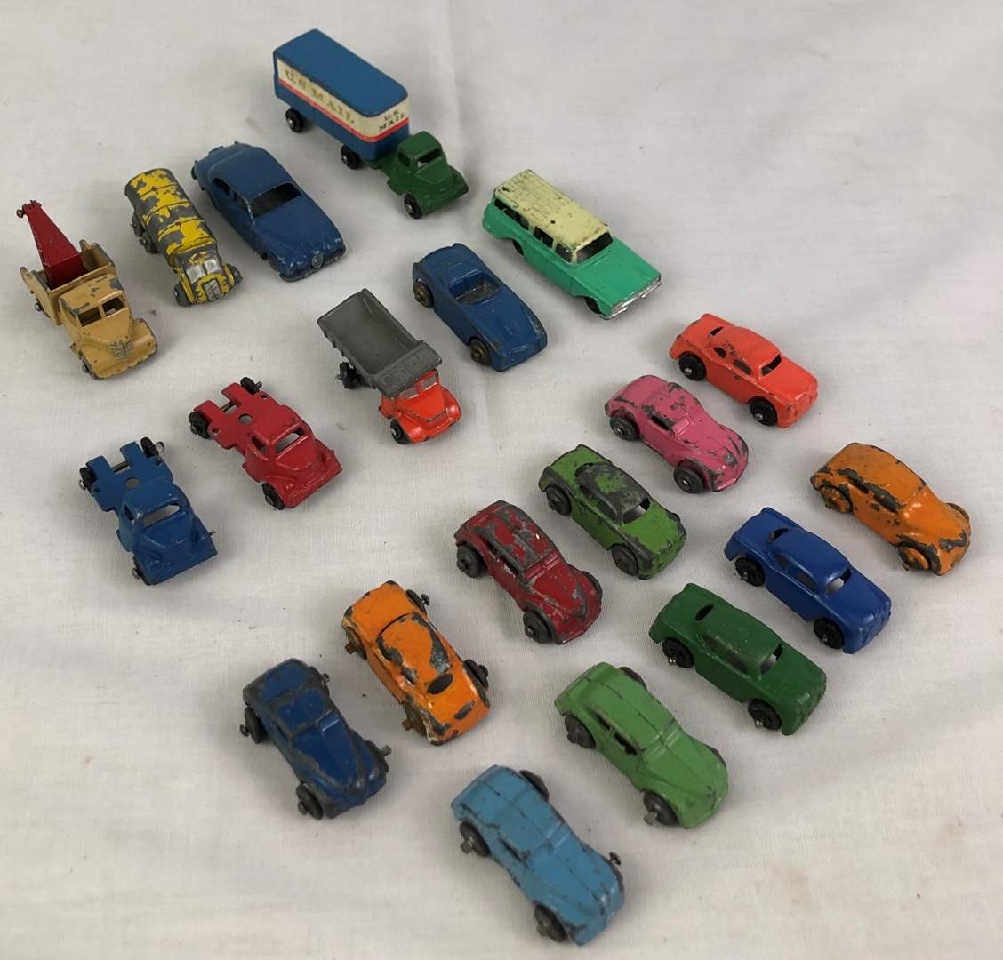 Lot # 32 - Lot of vintage toy cars (main image)
