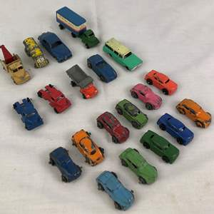 Lot # 32 - Lot of vintage toy cars