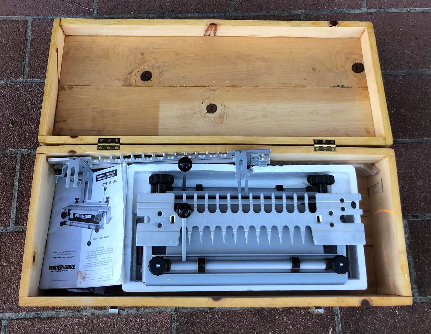 Lot # 88 - Porter Cable Dovetail Jig With Router Bits (main image)