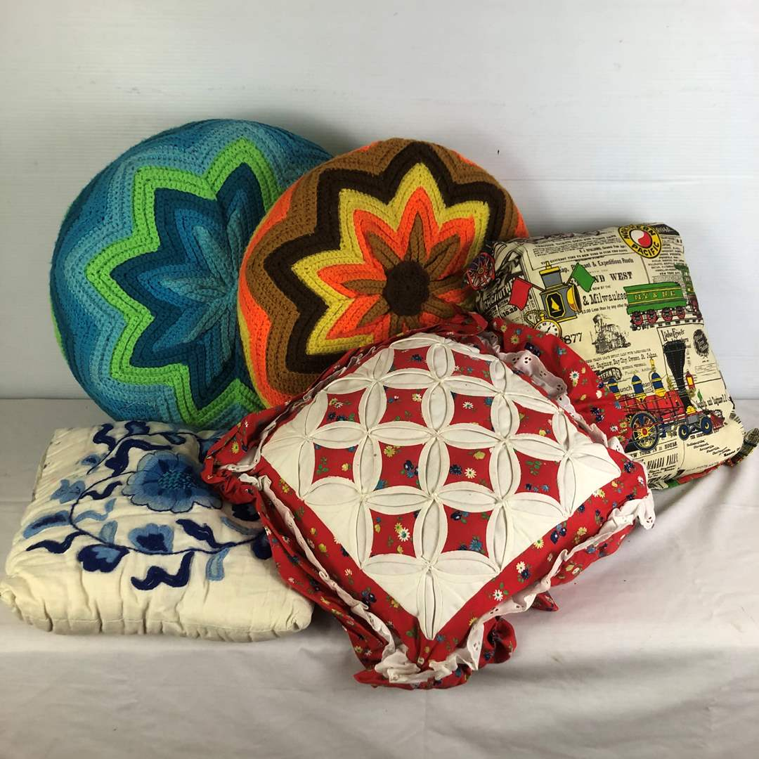 Lot # 97 - Lot of Various Vintage Knitted Blankets and Pillow Covers (main image)