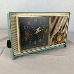 Lot # 99 - Vintage Westinghouse Electric Corporation Radio Alarm