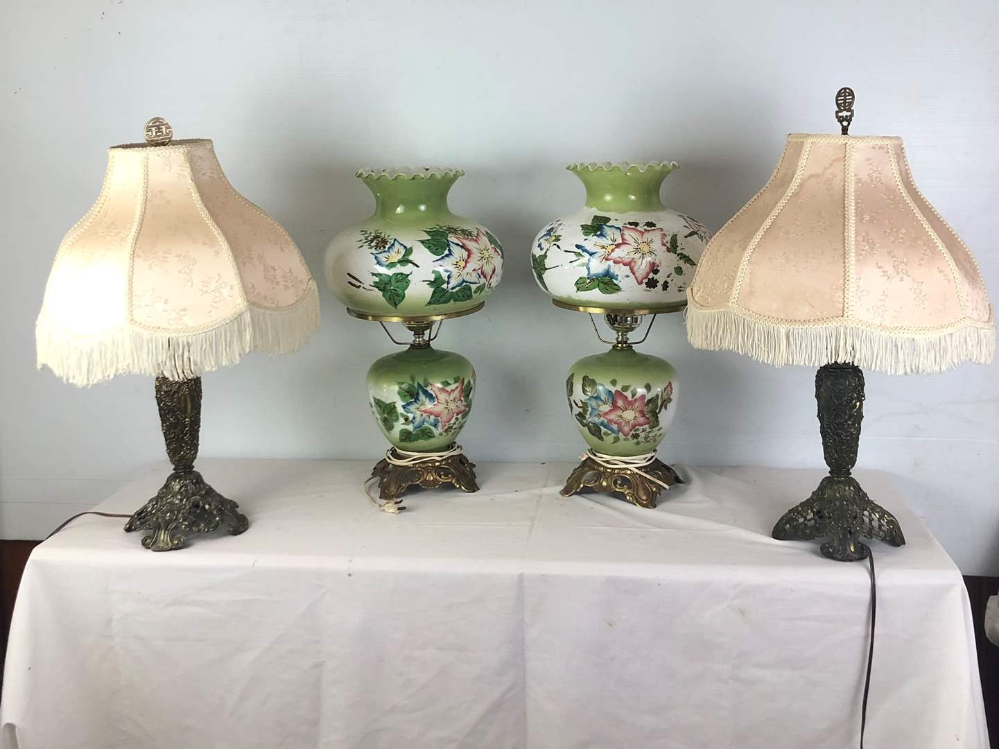 Lot # 104 - Lot of various table lamps (main image)