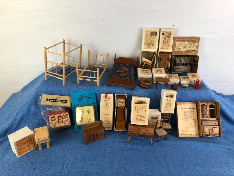 Lot # 67 - Miniature Dollhouse Furniture Pieces Lot 1 of 4