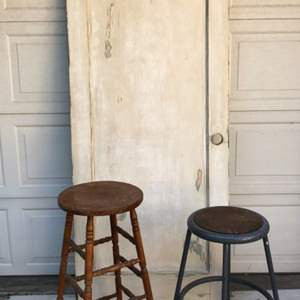 Lot # 129 - Old Wood Door and 2 Stools