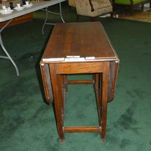 Lot # 128 - Small Vintage Oak Gateleg Side Table