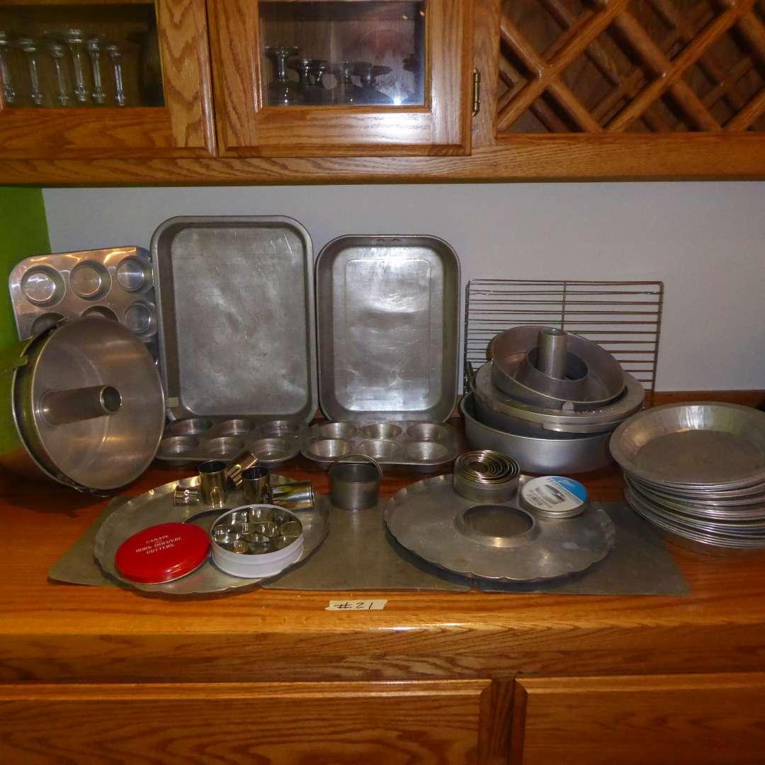 Lot # 21 - Baking Pans & Muffin Tins  (main image)