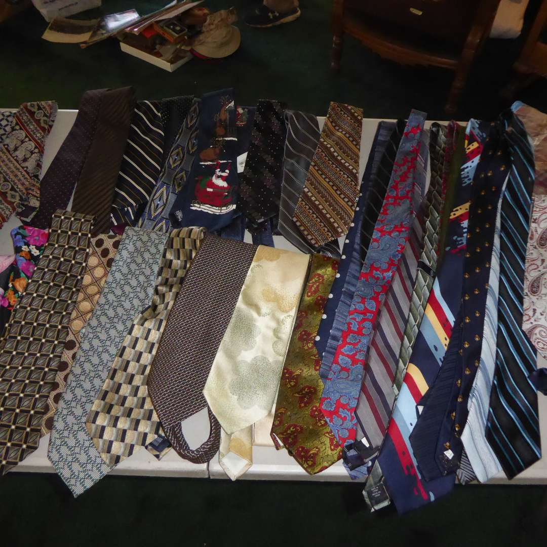 Lot # 279 - Vintage & Modern Ties (Dino Orsini, Dilena, Alessandro Di Milano, Wemlon Wembley & More)    (main image)