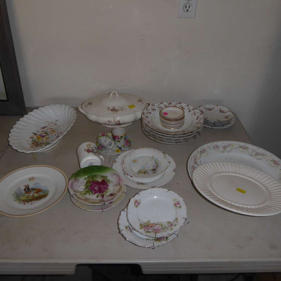 Lot # 550  - Lot Of Miscellaneous Vintage China  (main image)