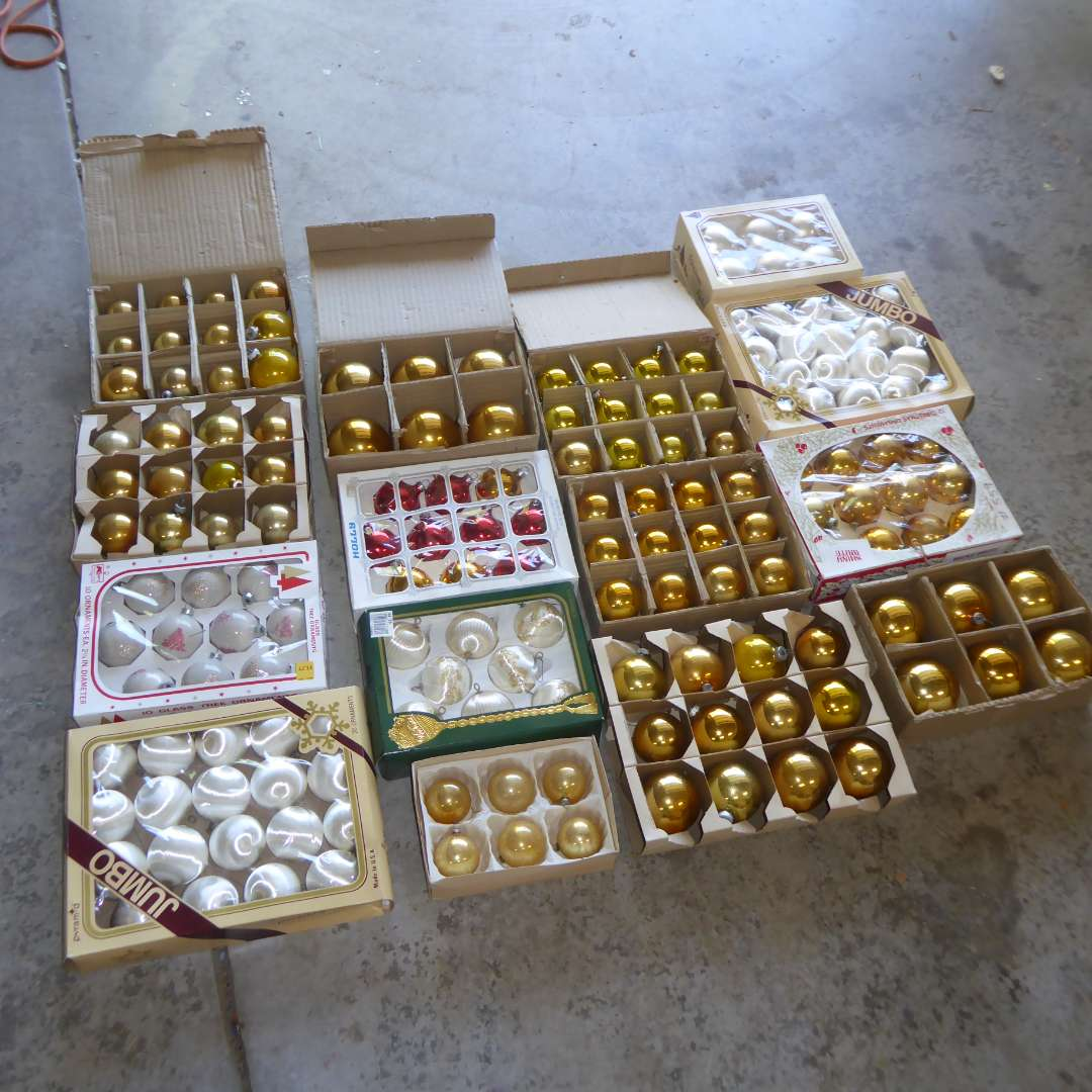Lot # 559  - Lot Of Christmas Ornaments (main image)