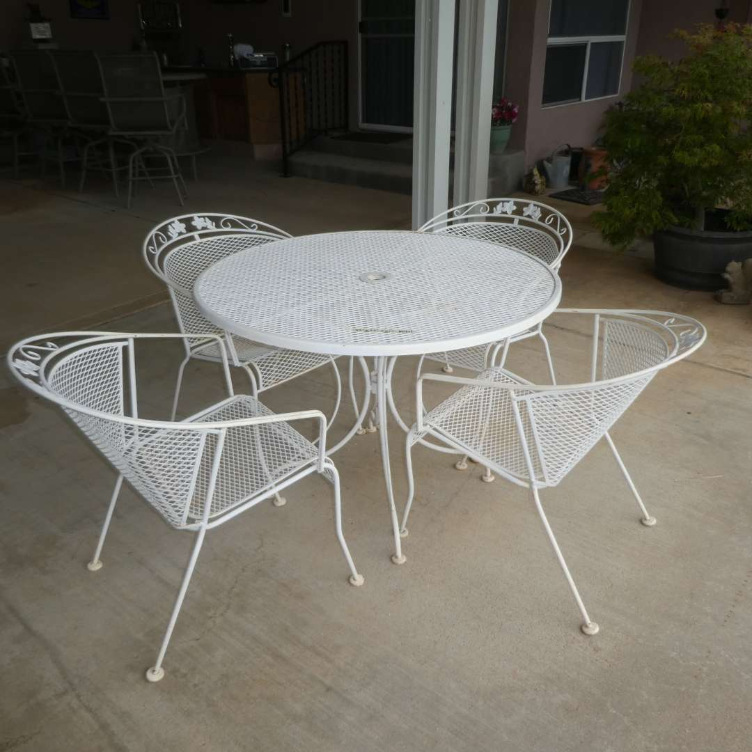 Lot # 407 - Vintage Metal Table and 4 Chairs  (main image)