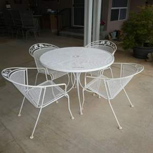 Lot # 407 - Vintage Metal Table and 4 Chairs