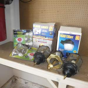 Lot # 477 - Lot of Lights and Fixtures for Home