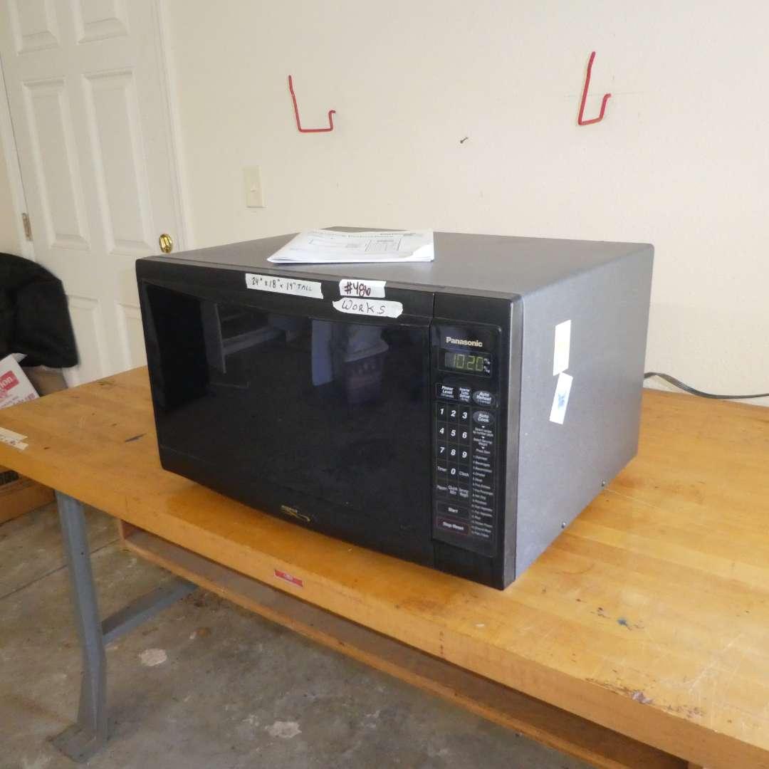 Lot # 486 - Panasonic Microwave Oven (Model NN-L930)