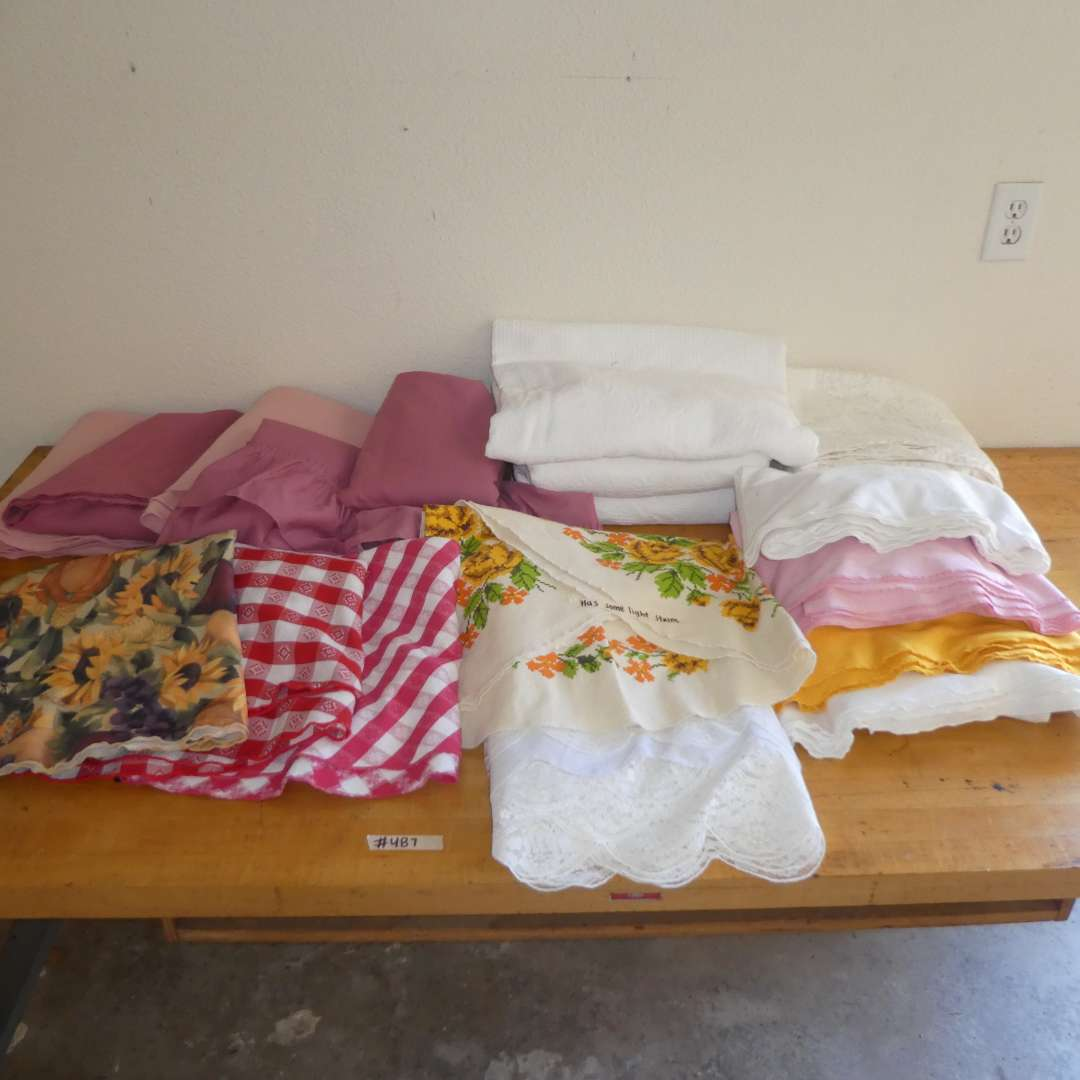 Lot # 488 -  Variety of Tablecloths (Various Shapes and Sizes) (main image)