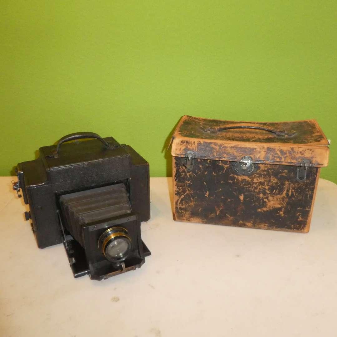 Lot # 221 - Vintage 3.A. Graflex Camera --By Folmer & Schwing Division Eastman Kodak Co. (main image)
