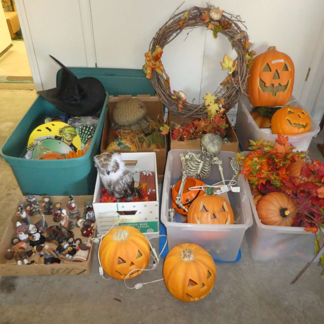 Lot # 495 - Large Thanksgiving/ Halloween Lot