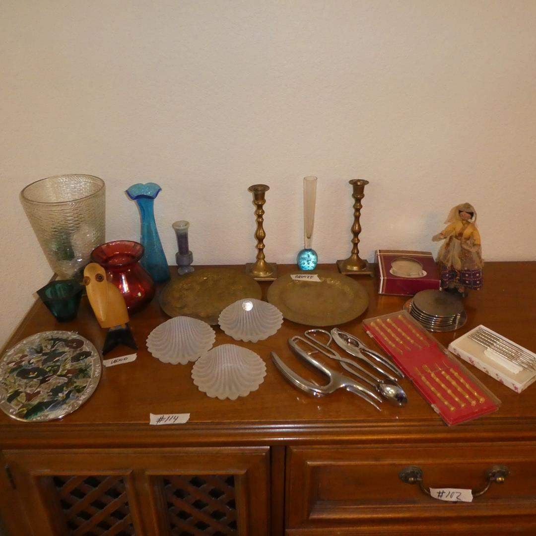 Lot # 114 - Stained Glass Hummingbird Art, Wooden Bird Note Holder, Vases, Bronze Trays, Shell Dishes, Coasters & More