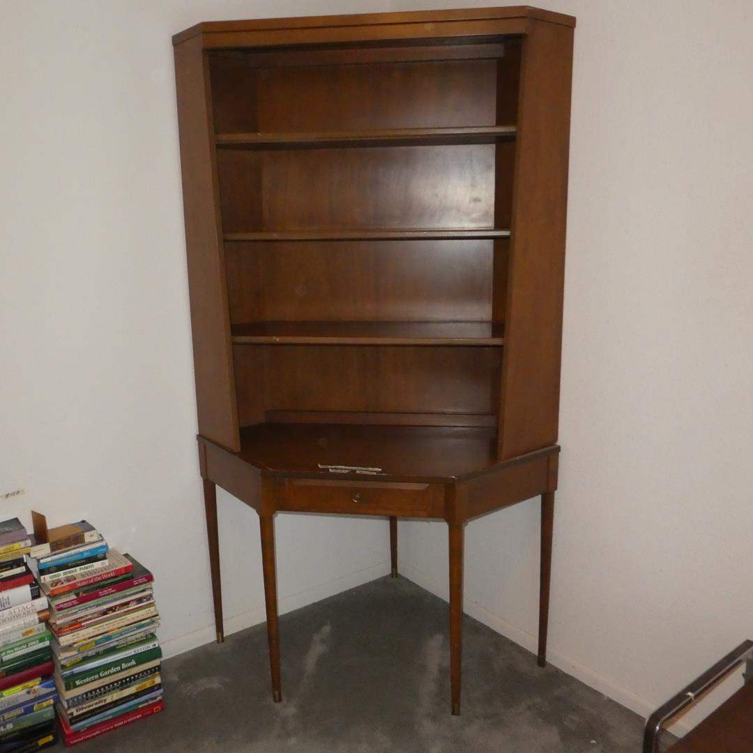 Lot # 129 - Vintage Ethan Allen Baumritter Furniture's Roommates Series Mid-Century Style Bookcase Desk (Dovetailed Drawer)