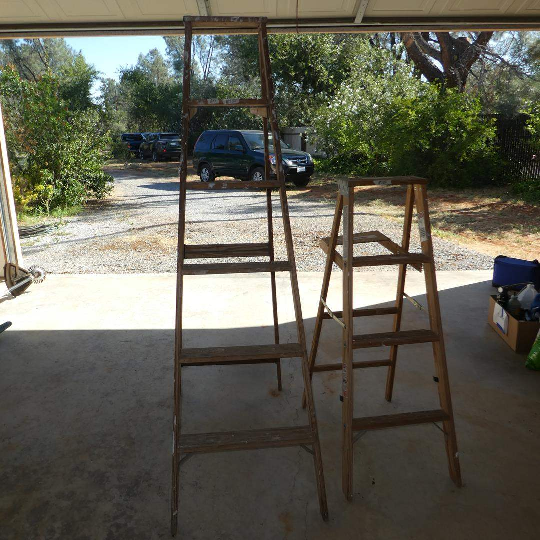 Lot # 135 - Two Wooden Ladders 6' & 4'