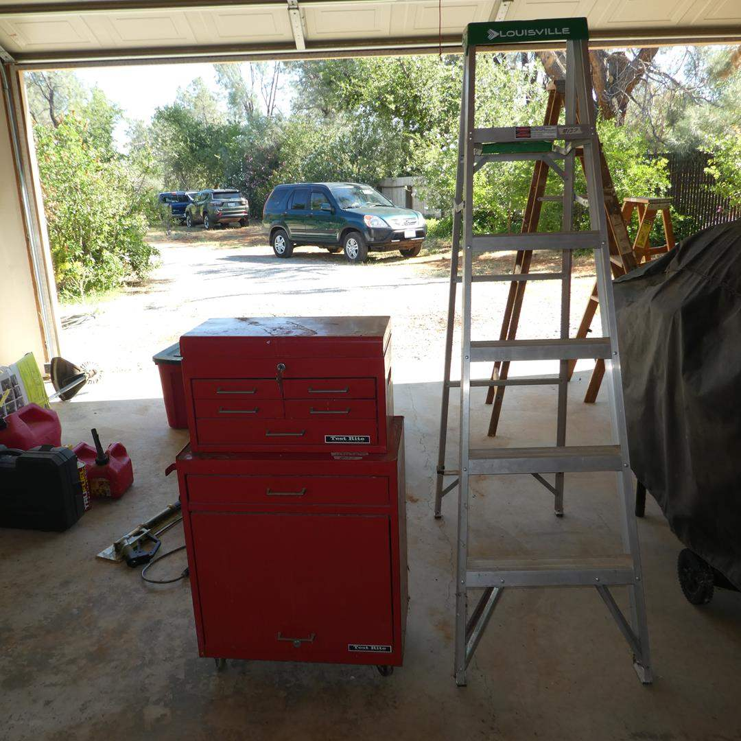 Lot # 137 - 6' Ladder & Test Rite 2-Piece Rolling Tool Chest w/Keys and Misc. Tools