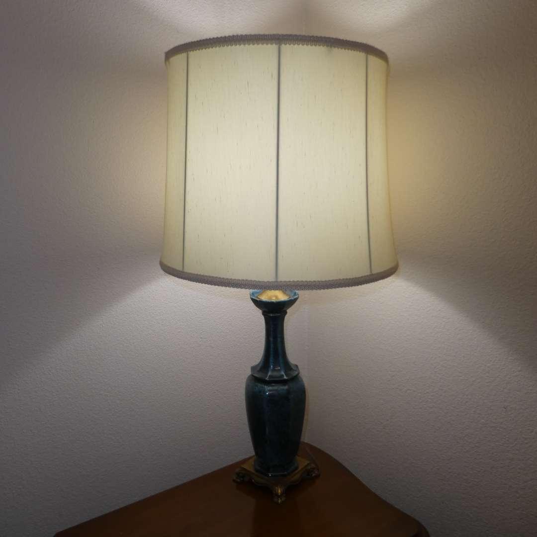 Lot # 51 - Beautiful Ceramic Lamp (main image)