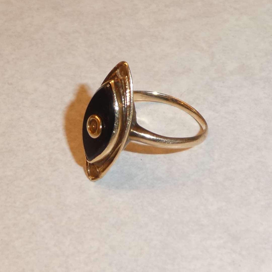 Lot # 60 - Ladies 10K Yellow Gold Ring Size 5 (main image)
